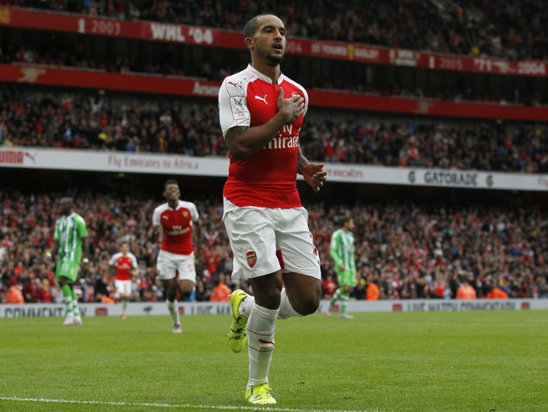 Arsenal's midfielder Theo Walcott celebrates scoring during a pre-season friendly match against Wolfsburg at The Emirates Stadium in north London on July 26, 2015. PHOTO/AFP