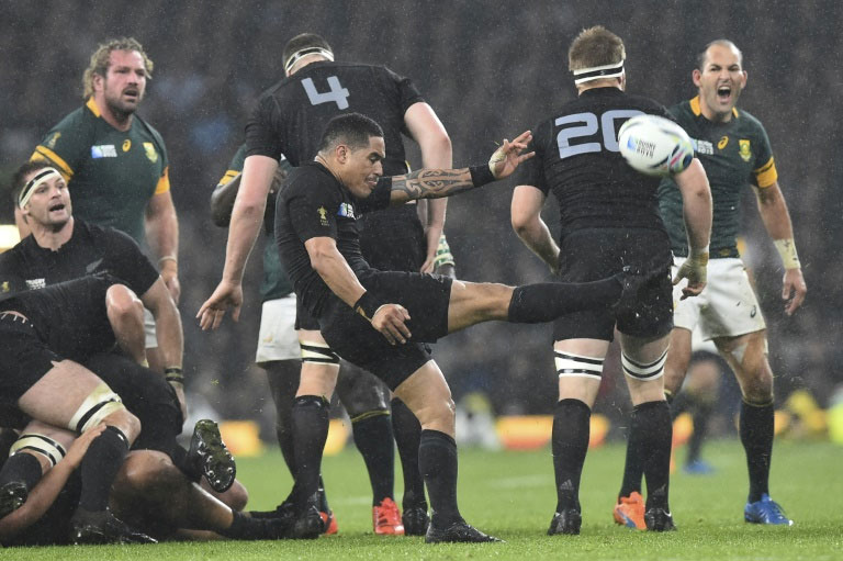 New Zealand's Aaron Smith kicks the ball during their Rugby World Cup semi-final match against South Africa, at Twickenham Stadium in south-west London, on October 24, 2015. PHOTO/AFP