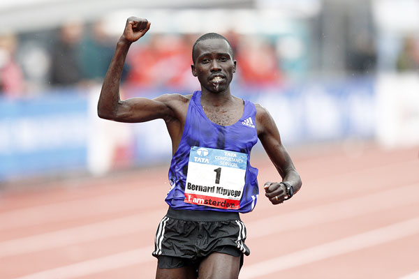 Bernard Kipyego wins the Amsterdam Marathon on Sunday, October 18, 2015. PHOTO/AFP/Getty/IAAF