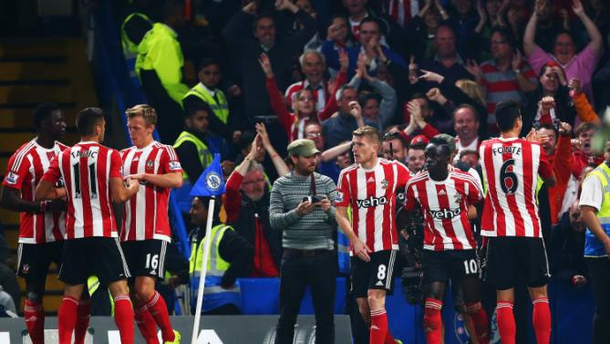 Sadio Mane (2nd R) of Southampton celebrates scoring his team's second goal with his team mates during the Barclays Premier League match between Chelsea and Southampton at Stamford Bridge on October 3, 2015 in London, United Kingdom. PHOTO/Getty/Yahoo!