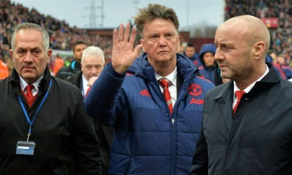 FP/File | Manchester United's Dutch manager Louis van Gaal (C) waves as he leaves after the English Premier League football match between Stoke City and Manchester United at the Britannia Stadium in Stoke-on-Trent, central England on December 26, 2015