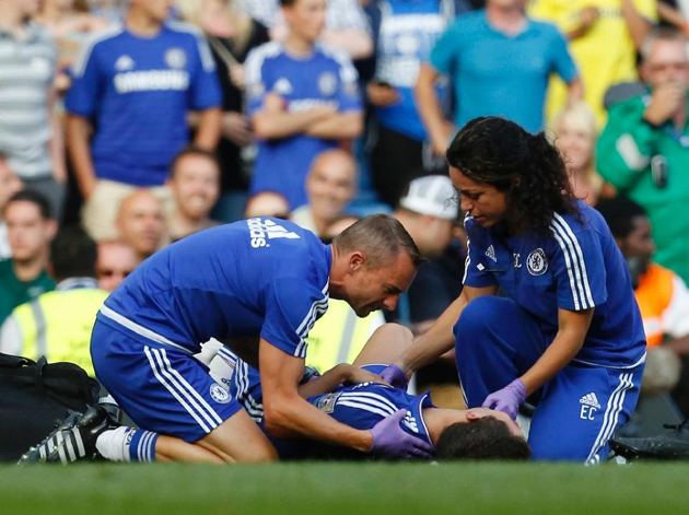 Then Chelsea team doctor (R) Eva Carneiro and head physio Jon Fearn treat the club's Belgian midfielder Eden Hazard late on during the English Premier League match against Swansea City at Stamford Bridge in London on August 8, 2015 (AFP Photo/Ian Kington)