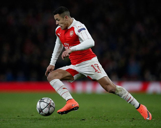 Arsenal's striker Alexis Sanchez controls the ball during the UEFA Champions League round of 16 1st leg football match between Arsenal and Barcelona at the Emirates Stadium in London on February 23, 2016 (AFP Photo/Adrian Dennis)