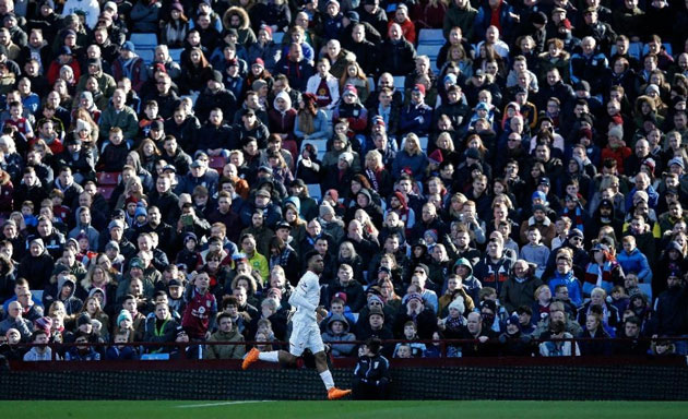Liverpool's striker Daniel Sturridge celebrates scoring his team's first goal during an English Premier League football match against Aston Villa on February 14, 2016 (AFP Photo/Adrian Dennis)