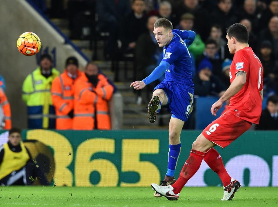 Leicester City's Jimmy Vardy shhoots to score against Libverpool on February 3, 2016.PHOTO/AFP