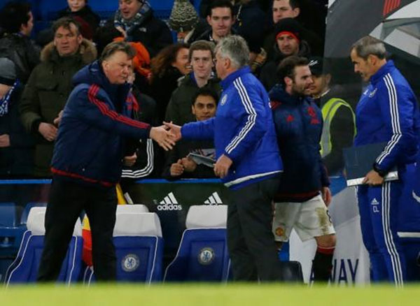 Manchester United's manager Louis van Gaal (L) shakes hands with Chelsea's interim manager Guus Hiddink after an English Premier League football match at Stamford Bridge in London on February 7, 2016