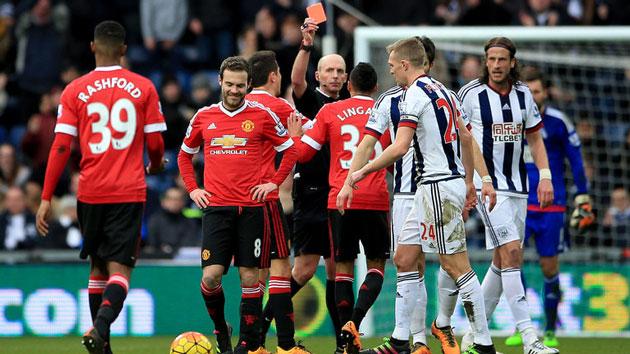 Mike Dean sends Manchester United's Juan Mata off