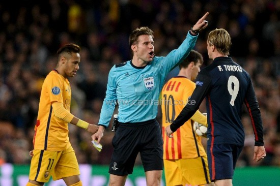 German referee Felix Brych (C) shows a red card to Atletico Madrid's forward Fernando Torres (R) during the UEFA Champions League quarter finals first leg against Barcelona. PHOTO/GUARDIAN.