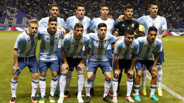 Argentina`s players pose for a team photo before the friendly match against Mexico . PHOTO/AGENCIES
