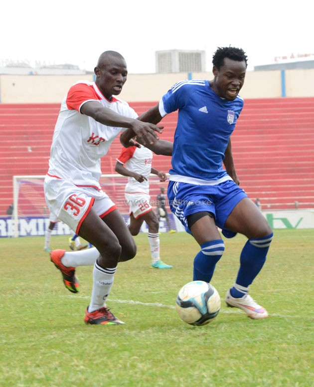 Ulinzi Stars winger Samwel Onyango puts pressure on City Stars defender Calvin Masawa.PHOTO/Timothy Olobulu