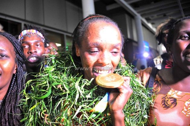 Marathoner Jemima Sumgong displaying the Olympic gold medal when she returned to a heroine's welcome on Friday night from Rio de Janeiro, Brazil.PHOTO/Raymond Makhaya.
