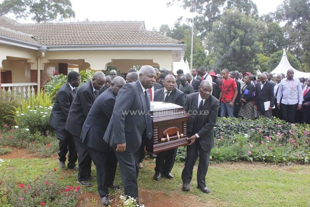 The body of former Athletics Kenya president Isaiah Kiplagat being carried led by acting AK president Jackson Tuwei (left)