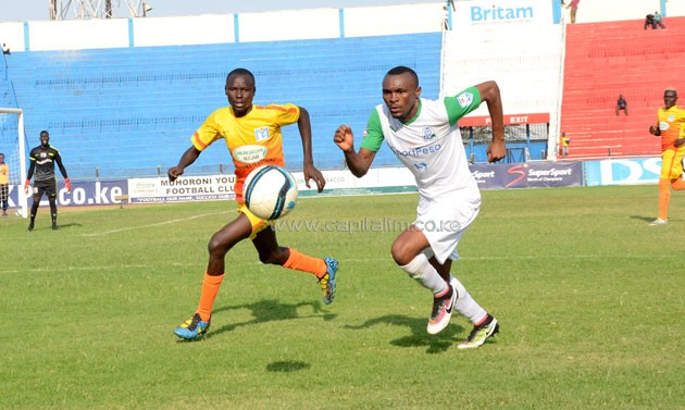 Muhoroni Youth defender Peter Okore chases down Gor Mahia's Jacques Tuyisenge. PHOTO/Timothy Olobulu