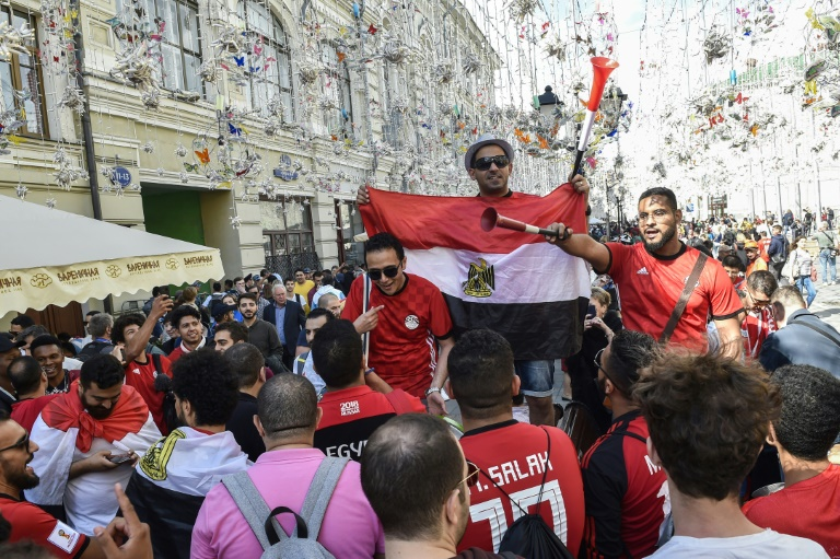 142b1f1bfcd6efdb90d9654c8d21861bec222337 - Egyptian fans toss up cheering for or against Algeria