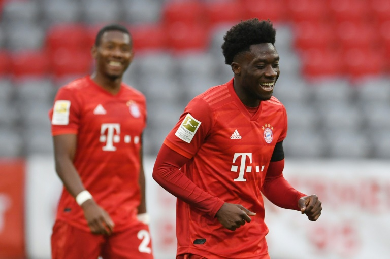 Bayern see off Frankfurt fightback to stay four points clear