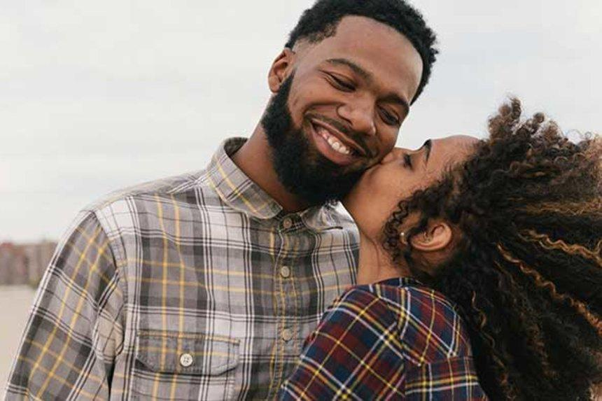 couple-fall-beard-guy-gettyimages-536992349-cropped_2048x2048